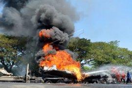 50 orang dilaporkan tewas ketika truk BBM terbakar