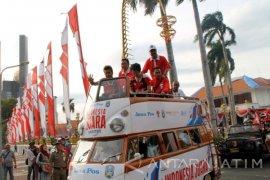 Owi-Butet Diarak Keliling Surabaya