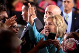 Hillary Clinton terkena radang paru-paru