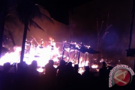 13 rumah warga Sabak Timur ludes terbakar