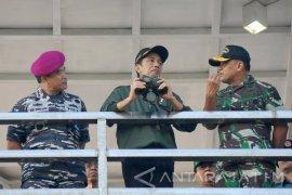 Presiden Tinjau Operasi Amfibi TNI AL