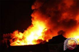 Kantor Dinas Pendidikan Puncak Jaya sudah ludes terbakar saat polisi datang