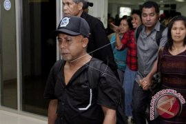 Indonesian Hostages Return to Their Families