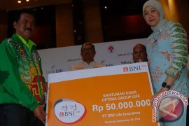 BNI Life Serahkan Santunan Pelatih Menembak Yogyakarta