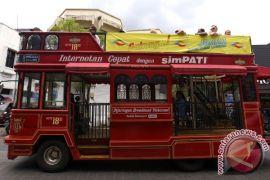 Bus tingkat Domapan beratap terbuka ramaikan Lebaran di Malioboro