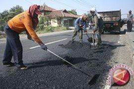 Pemkab Sukabumi fokuskan perbaikan jalan alternatif mudik