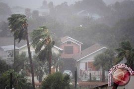 Angin Puting Beliung Rusak 13 Rumah di Pekanbaru