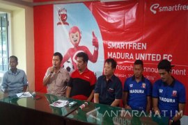 Smartfren Sediakan Dana Rp2 Miliar Klub Bola Profesional