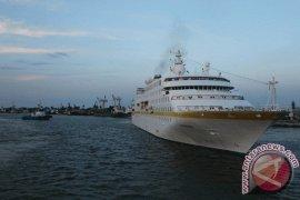 Kapal Pesiar MS Caledonian Sky Singgahi Belawan