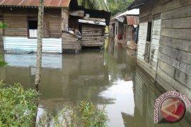 Mukomuko Tunda Salurkan Bantuan Kepada Korban Banjir