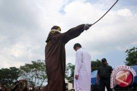 Wanita hamil lolos dari hukuman cambuk di Aceh
