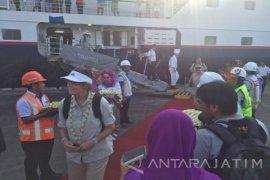 Kapal Pesiar Bawa Puluhan Wisatawan Asing ke Banyuwangi