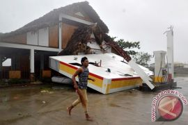 Topan hantam Filipina, 200.000 orang dievakuasi