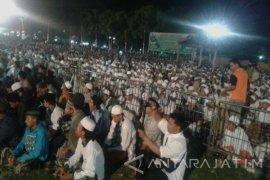 Ribuan Santri Situbondo Baca  Shalawat Nariyah