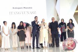 Itang Yunasz, Ahyar dan Restu raih Wardah Fashion Designer Award 2016