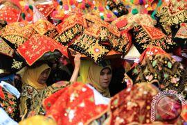 Ada festival Minangkabau dan pentas teater hari ini