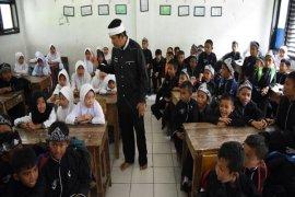Pemkab Purwakarta Datangkan Guru Tenun Dari Baduy
