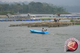Penertiban Karamba Jaring Apung Jatiluhur Libatkan TNI
