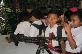 Alutsista TNI Dipamerkan di Balai Kota Kediri