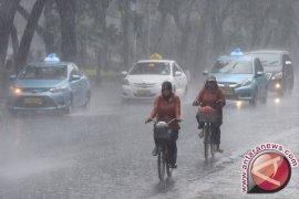 Sebagian besar Jabodetabek diguyur hujan Senin siang