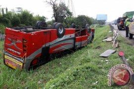 Bus rombongan dari Ciputat terguling di tanjakan Emen, Subang