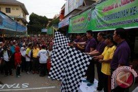 Kapolda Lepas Ribuan Peserta Jalan Santai Milad Muhammadiyah Ke 104
