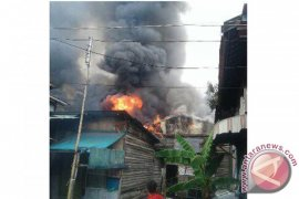 11 buildings burnt down in Balangan