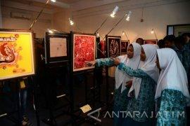 Puluhan Lukisan Batik Siswa SMA/SMK Surabaya Dipamerkan