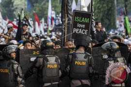 Jalan sekitar Medan Merdeka-Istana ditutup dan macet akibat demo