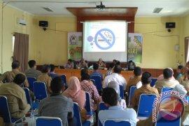 Kaum muda-Dinkes bahas bahaya rokok di Aceh Barat