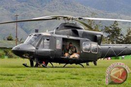 Dua heli evakuasi guru korban pemerkosaan KKSB Arwanop, Papua