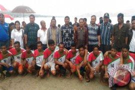 Wakil Bupati Samosir Tutup Lomba Perahu Naga