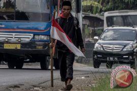 Prabowo dan Sandiaga sambut pejalan kaki Edi