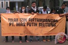 Puluhan Aktivis Karawang Tolak Pertambangan Pabrik Semen