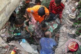 Panglima TNI dan Menkes kunjungi korban gempa