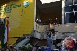 Danrem pimpin pembongkaran pesantren rusak akibat gempa