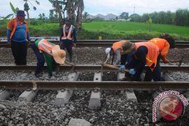 KAI Cirebon perbaiki jalur jelang angkutan Lebaran