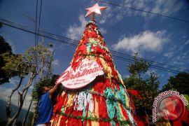 GKJ Purwokerto buat pohon natal dari 600 sapu lidi
