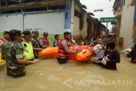 Tim Gabungan Salurkan Bantuan pada Korban Banjir