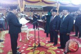 Ketua DPRD lantik dua dewan PAW