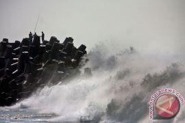 Gelombang perairan laut NTT kembali meninggi