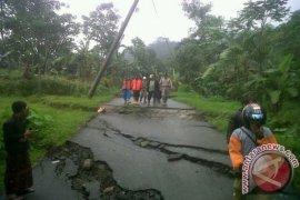Gawat, pergerakan tanah di Bantarkalong Sukabumi meluas