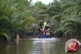 Ibnu Sina  janji segera bangun jembatan di Pulau Bromo