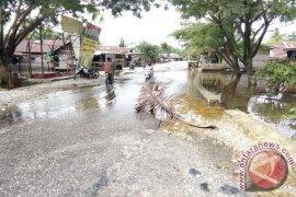 Banjir surut aktivitas warga Singkil kembali lancar