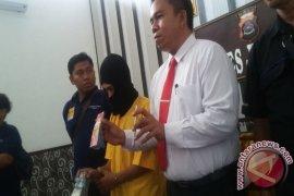 Karyawan Minimarket Mencuri Di Tempat Kerja