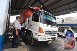 Penilangan truk di Kalimalang Bekasi mulai diberlakukan