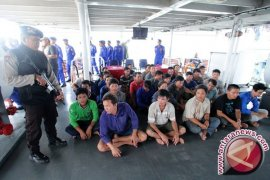 Susi Pudjiastuti curiga ada oknum pejabat di belakang mafia maling ikan