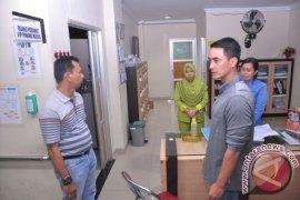 Zola marah besar saat sidak RSUD Raden Mattaher