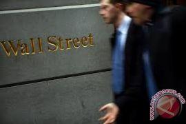 Wall Street berakhir menguat setelah turun tajam