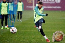 """Enrique: Messi Telah Berubah Menjadi """"Total Footballer"""""""
